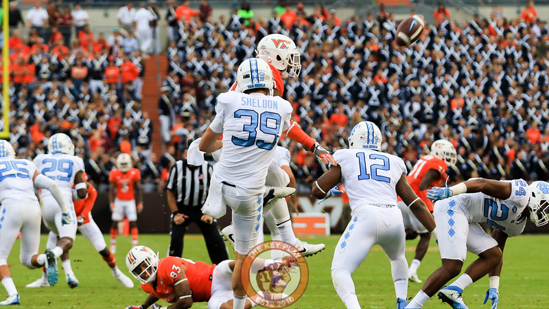 Deon Newsom gets a block on a UNC punt in the second half. (Mark Umansky/TheKeyPlay.com)