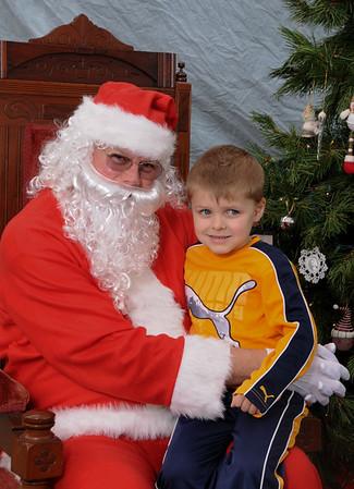 Santa Portraits Mills50 Mingle 'n Jingle