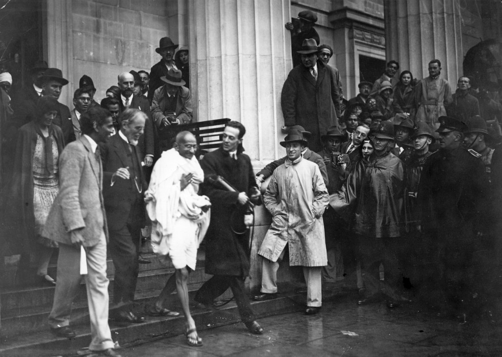 . Mahatma Gandhi (Mohandas Karamchand Gandhi, 1869 - 1948), Indian Congress Leader and representative of the Indian Nationals, leaves the Friends\' Meeting House, Euston Road, after attending the Round Table Conference on Indian constitutional reform, 1931.   (Photo by Douglas Miller/Getty Images)