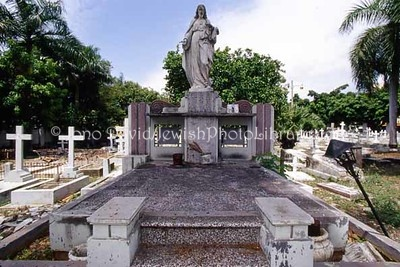 DOMINICAN REPUBLIC, Santo Domingo. Jewish graves at Cementerio Independencia. (2007)