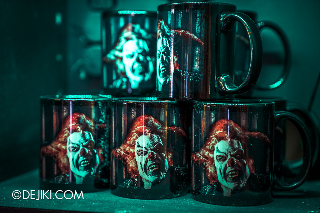 Universal Studios Singapore - Halloween Horror Nights 6 Before Dark Day Photo Report 4 - HHN6 Jack the Clown merchandise corner / mugs