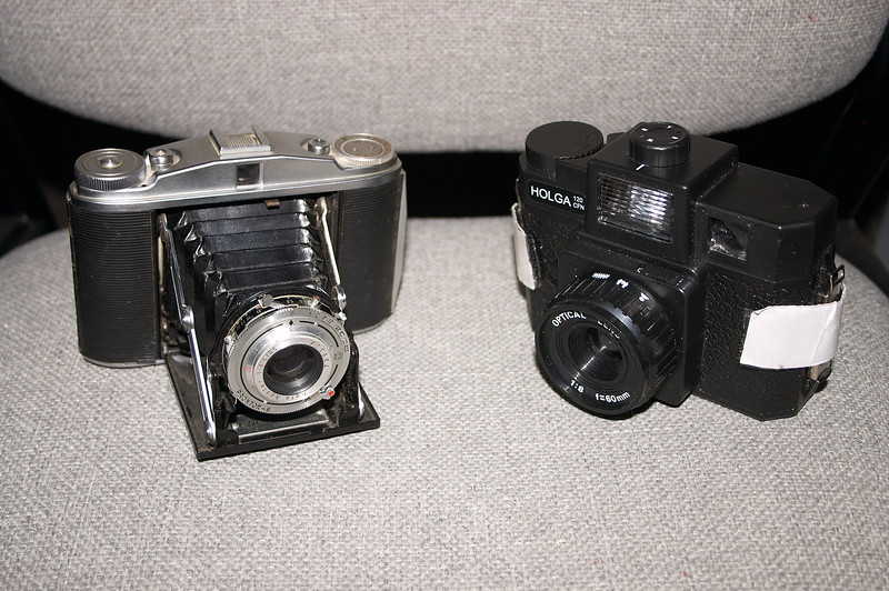 Only slightly bigger than the Holga when opened