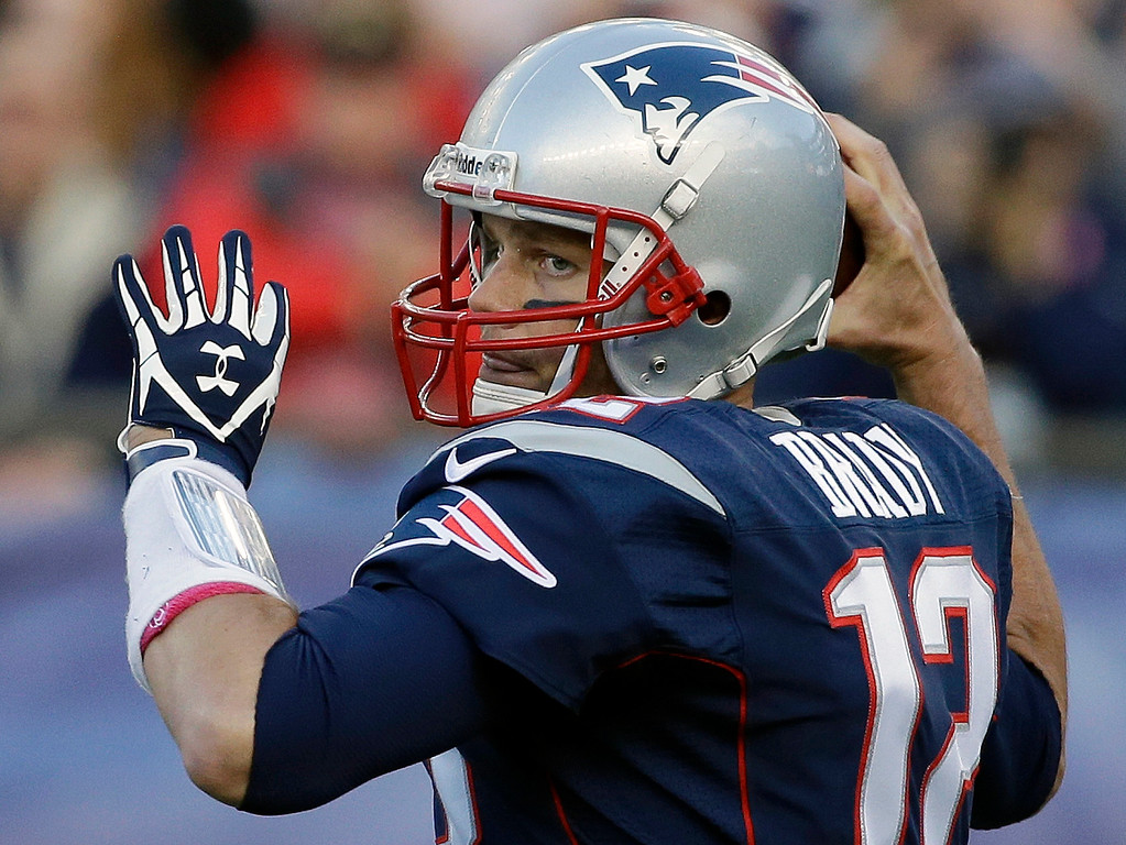 . New England Patriots quarterback Tom Brady looks for a receiver in the first half of an NFL football game against the New Orleans Saints, Sunday, Oct. 13, 2013, in Foxborough, Mass. (AP Photo/Stephan Savoia)