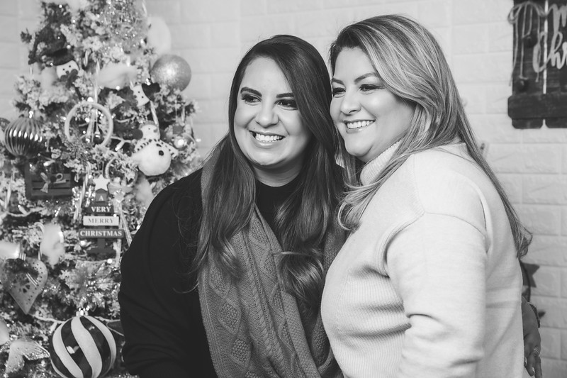 12.18.19 - Vanessa's Christmas Photo Session 2019 - 67.jpg