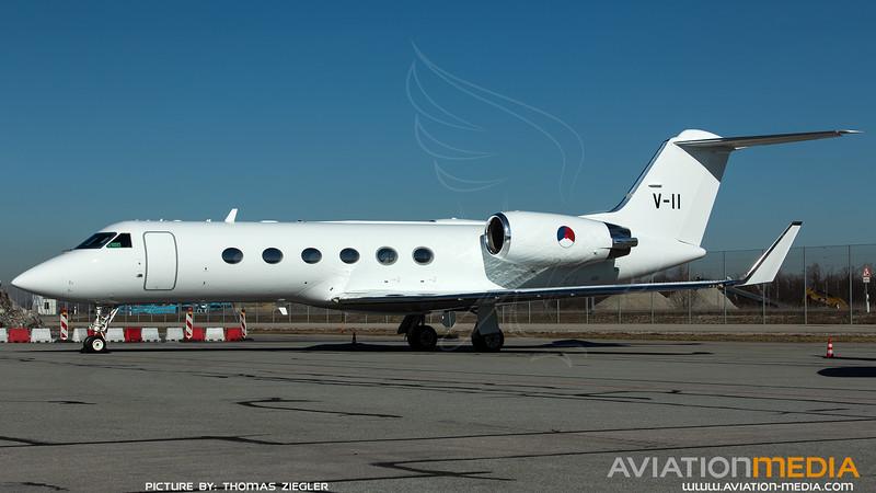V-11_RNLAF-334Sq_Gulf-IV_MG_3374.jpg