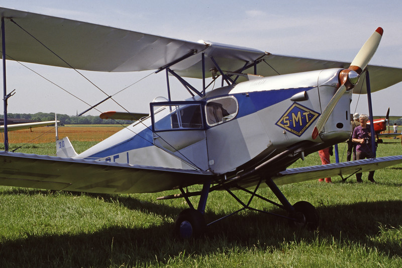 G-ACEJ-DH-83FoxMoth-Private-EGLM-1998-05-16-EV-48-KBVPCollection.jpg