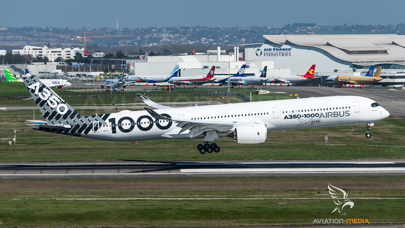 Airbus Industrie / Airbus A350-1041 / F-WLXV / Carbon Livery