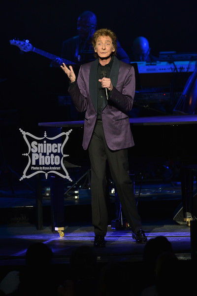 Barry Manilow - Louisville Palace - Sniper Photo-4.jpg