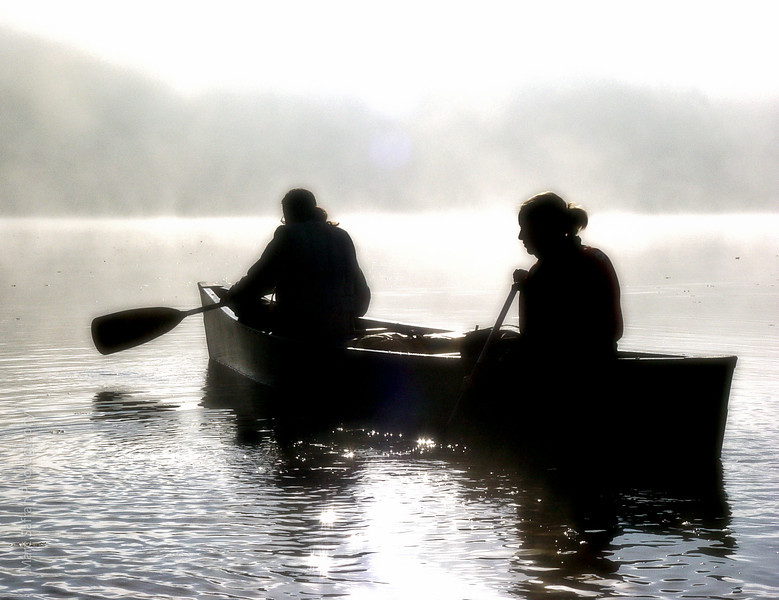 canoe_silhouette_single_canoe_in_fog.jpg