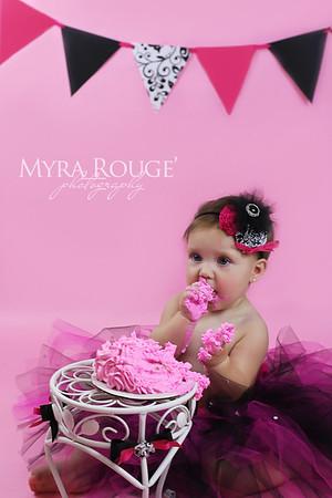 Layla cake smash