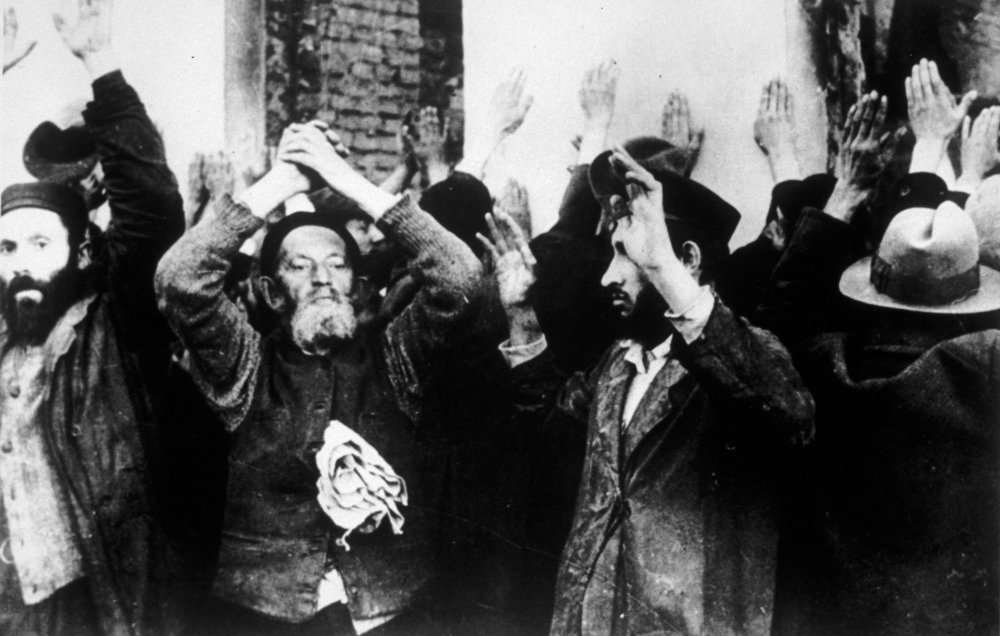 . Circa 1939:  One of the periodic raids made on the Jewish area of Warsaw by the \'New Order\'.  (Photo by Keystone/Getty Images)