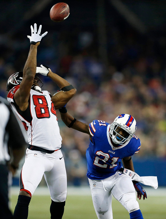 . Atlanta Falcons wide receiver Roddy White (84) makes a catch in front of Buffalo Bills cornerback Leodis McKelvin (21) during the second half of an NFL football game on Sunday, Dec. 1, 2013, in Toronto. (AP Photo/Gary Wiepert)