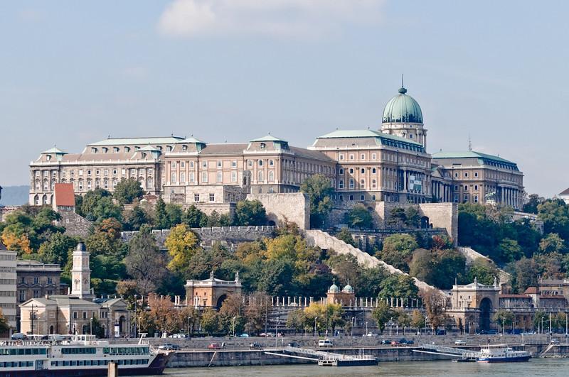 Ein Schloss auf der westlichen Seite der Donau (Buda).