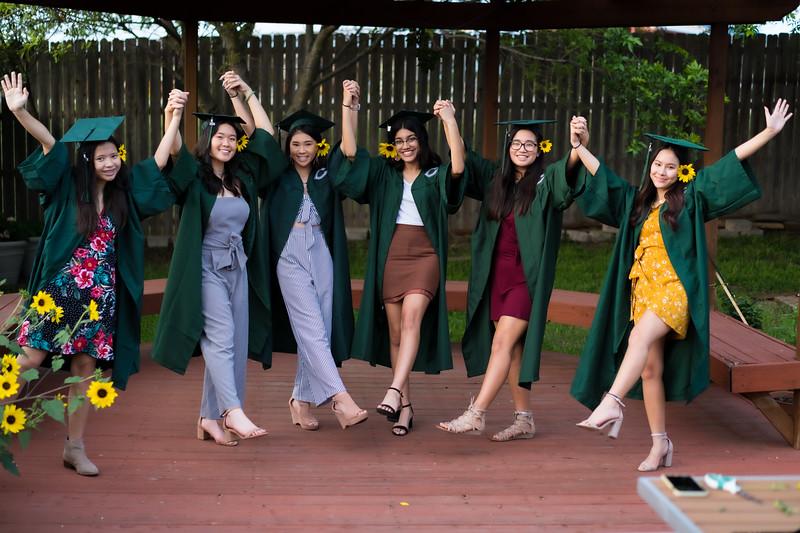 20200521_sarah-friends-connally-graduation_095.jpg