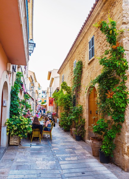 Street in the old town of Alcudia