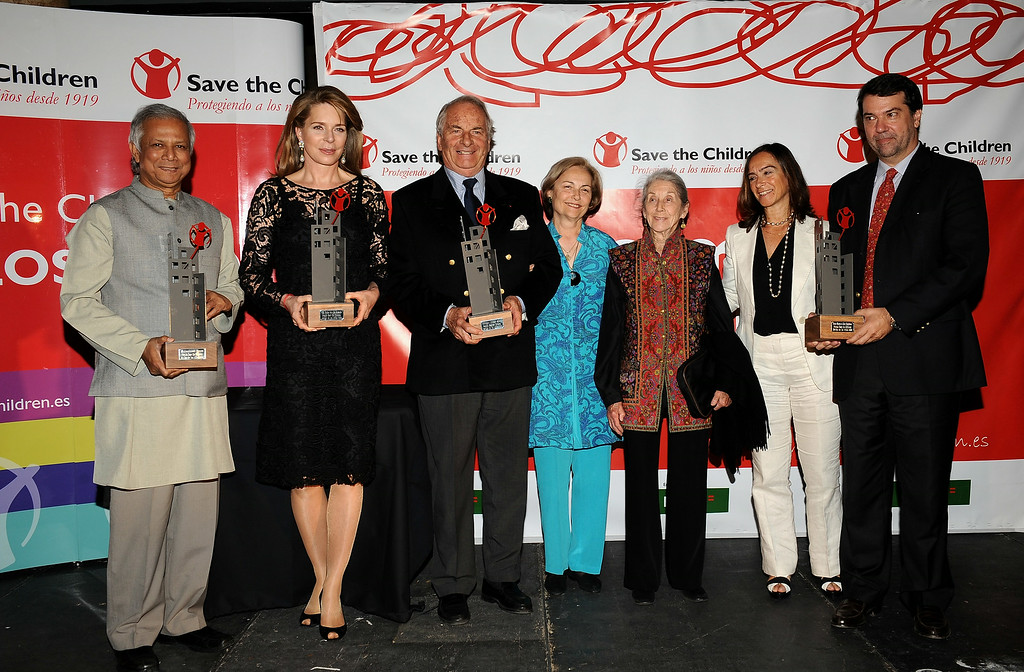 """. (L to R) 2006 Nobel Peace Prize Winner Mohammed Yunus, Queen Noor of Jordan, writer Dominique Lapierre and wife Dominique, South African author Nadine Gordimer, Clara Mendez and Pedro Alonso attend the 2008 Save The Children Awards at the \""""Circulo Bellas Artes\"""" on October 6, 2008 in Madrid, Spain  (Photo by Carlos Alvarez/Getty Images)"""