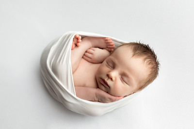Charly R Newborn Mini