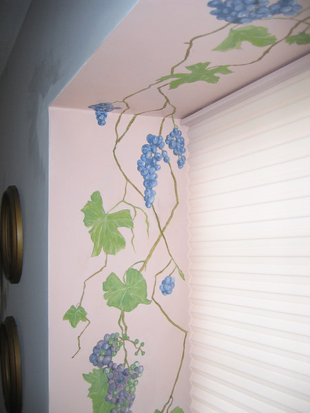 Duette with decorative wall painting