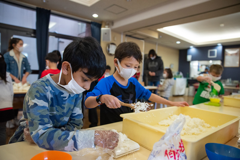 Grade 1-Making Onigiri For Chiku Center-ELP_8714-2018-19.jpg
