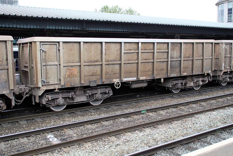 JYA 3318 on 7v82 Crawley-Merehead at Reading 01/06/12
