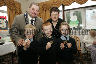 Cloughreagh House Primary Schools Art Competition. Deputy Mayor Martin Connolly and  Ms Nuala Gorman, Newry and Mourne Trust with Caleb Moffett, Josh Moorehead and Alana Porter from Mullaglass P.S. 06W52N8