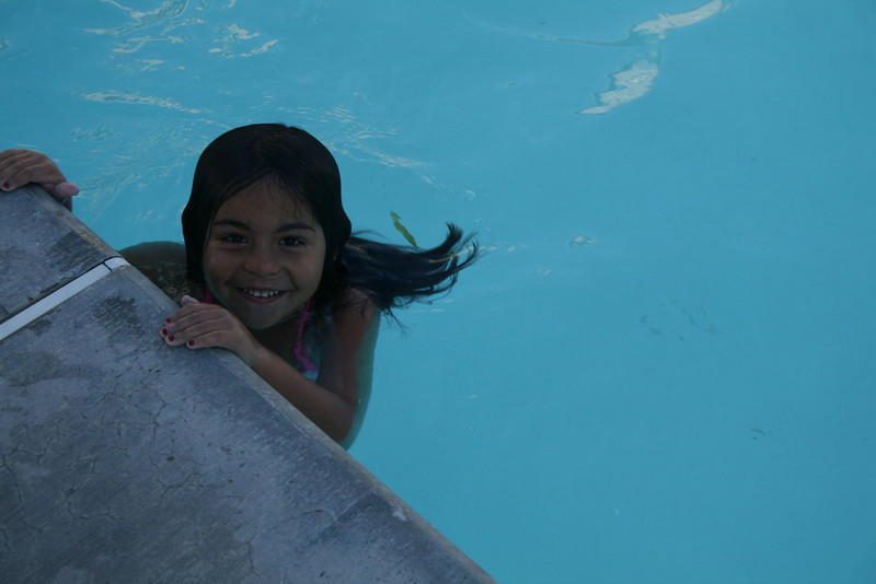 Alondra swimming