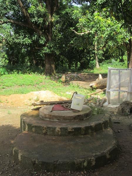 015_Dubreka. Le village Bondabon. Le puit communautaire.JPG