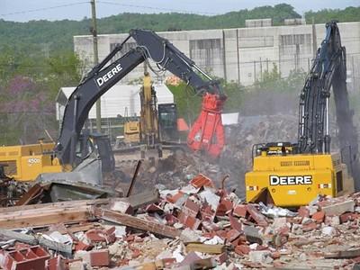NPK M38K demolition shear on Deere excavator-C&D recycling.jpg