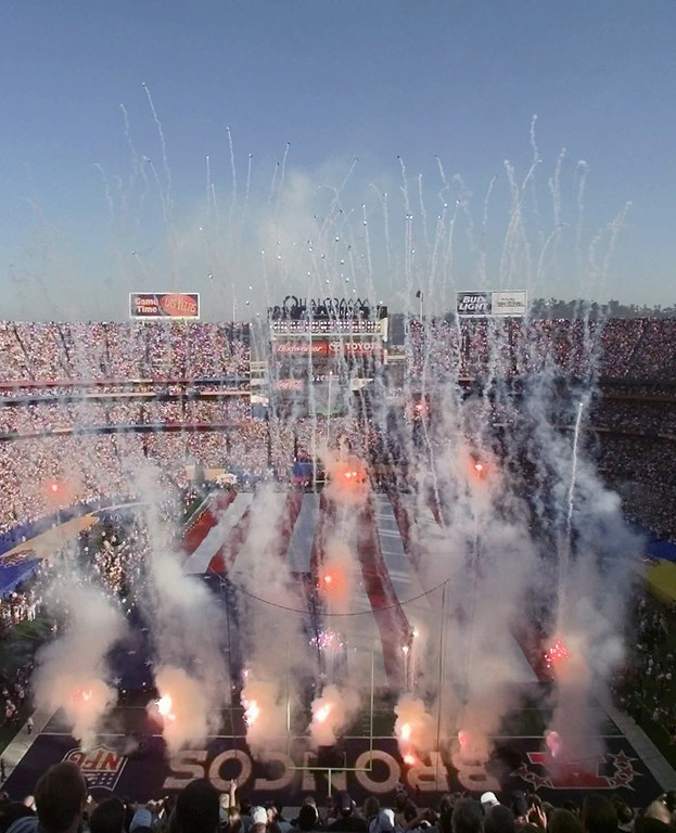 . Fireworks explode high over San Diego\'s Qualcomm Stadium at the start of Super Bowl XXXII Sunday, Jan. 25, 1998. The Broncos defeated the Packers 31-24. (AP Photo/Brian Diggs)
