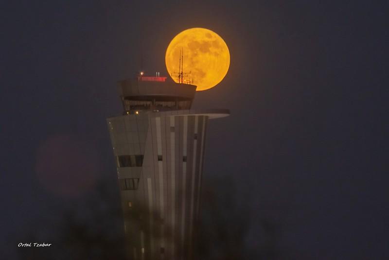 ירח עם אנטנות2.jpg
