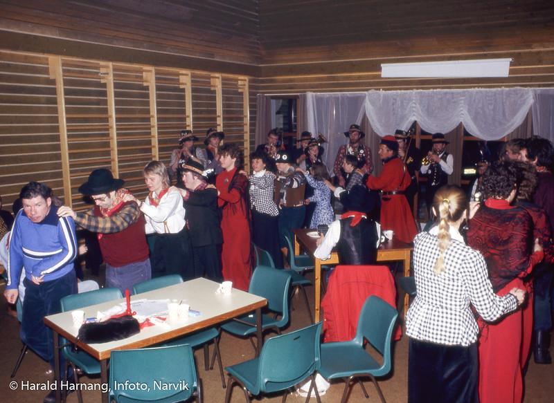 Rombaksmusikken underholder på Furumoen.