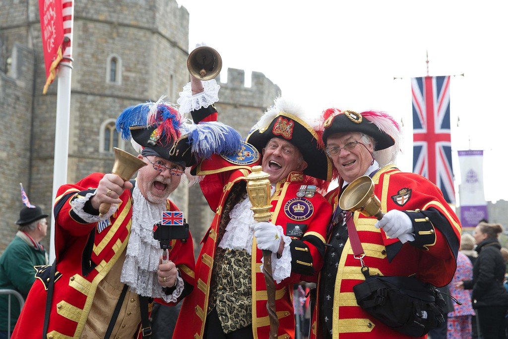 . Royal supporters pose for pictures outside Windsor Castle, west of London, on April 21, 2016, as Britain\'s Queen Elizabeth II celebrates her 90th birthday. Britain celebrates Queen Elizabeth II\'s 90th birthday on Thursday, with her eldest son Prince Charles paying tribute in a special radio broadcast and Prime Minister David Cameron leading a parliamentary homage. / AFP PHOTO / JUSTIN  TALLIS/AFP/Getty Images