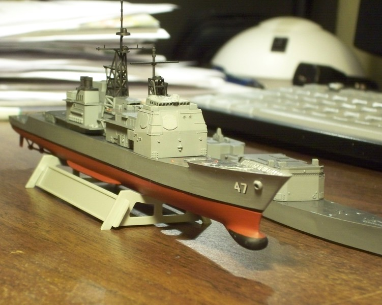 "081027: Skywave USS Ticonderoga (CG-47) ""borrowing"" lower hull from Arii USS John Rogers (DD-983). (1/700)"