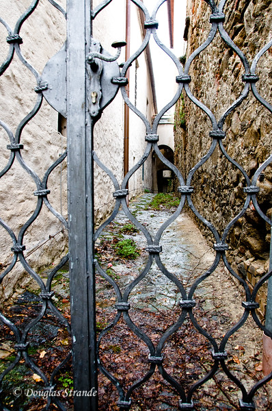 Narrow gated walkway in Durnstein