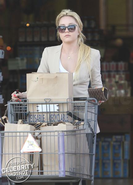 EXCLUSIVE: Amanda Bynes Shows Off Blonde Hair Shopping at Bristol Farms, LA