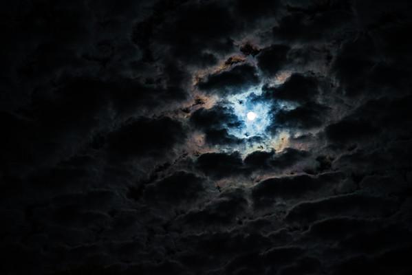 131216 Der Mond über den Wolken