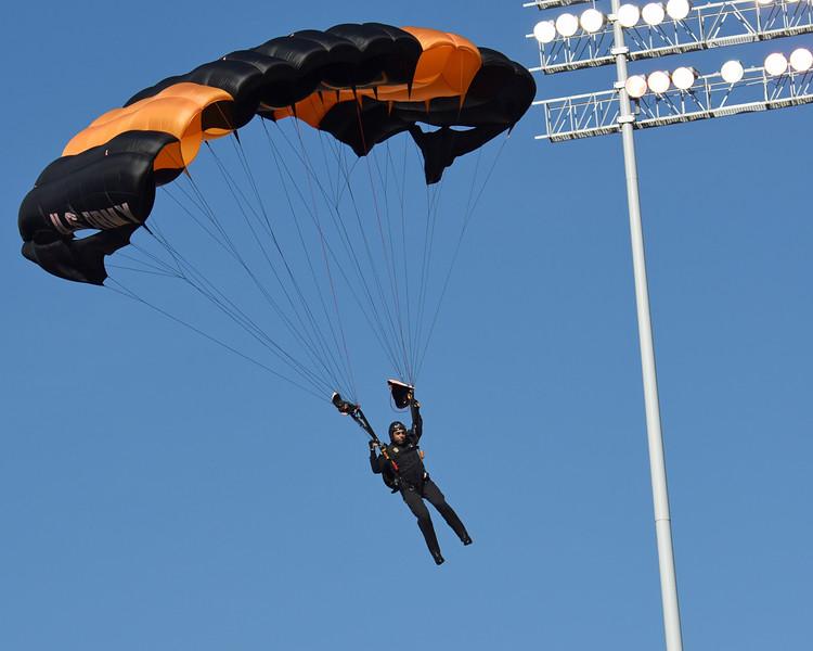 Golden Knights Army parachute team 03.jpg