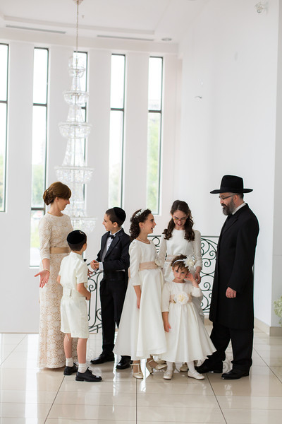 dovid duchman & levana goldenberg's wedding_0131_family portraits.jpg