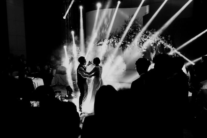 JWMarriott Ha Noi Intimate Wedding of Trang Hi well captured by Hipster Wedding Vietnam Wedding Photographer-4634.jpg