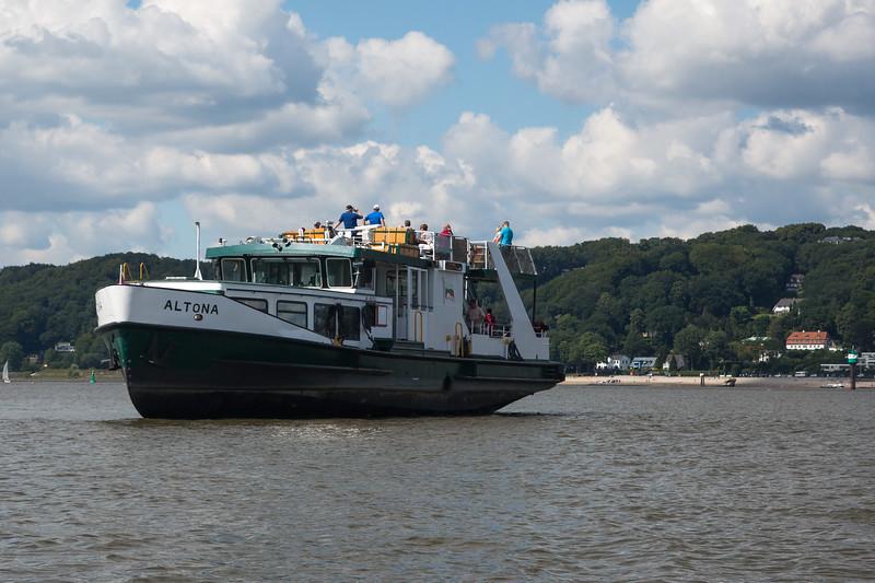 Fährschiff Altona auf grund gelaufen im Mühlenberger Loch