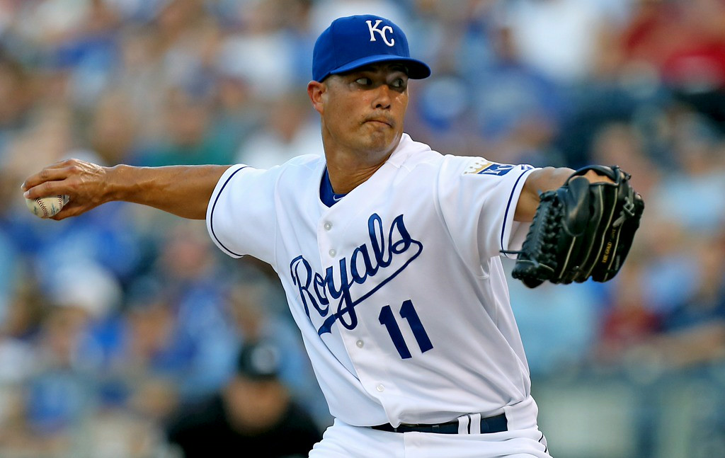 . Royals starter Jeremy Guthrie throws in the first inning against the Twins. (Photo by Ed Zurga/Getty Images)