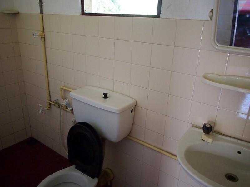P2209015-village-inn-bathroom.JPG