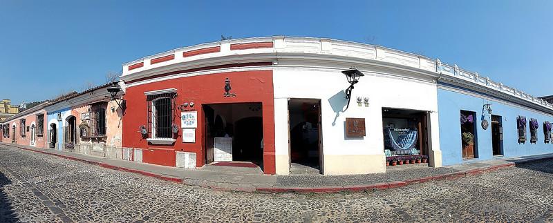 Häuserzeile in Antigua Guatemala Street front in Antigua Guatemala