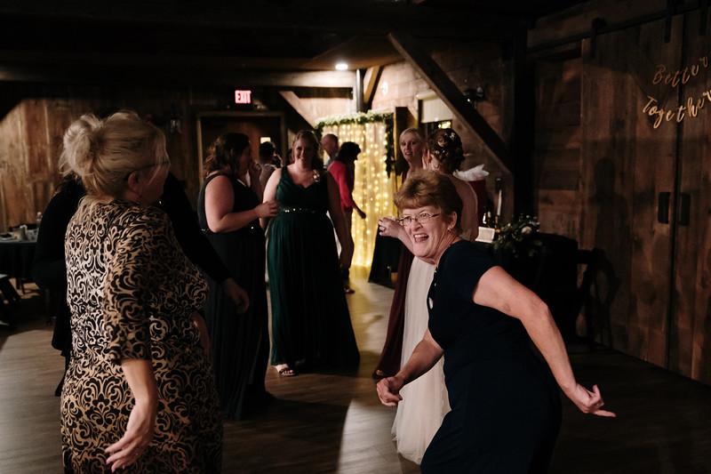 rustic_ohio__fall_barn_wedding-452.jpg