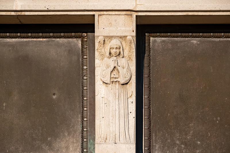 Krasnohorske podhradie mauzoleum-45.jpg