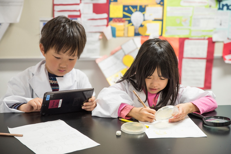 Grade 2 visits the Science Lab-6724.jpg