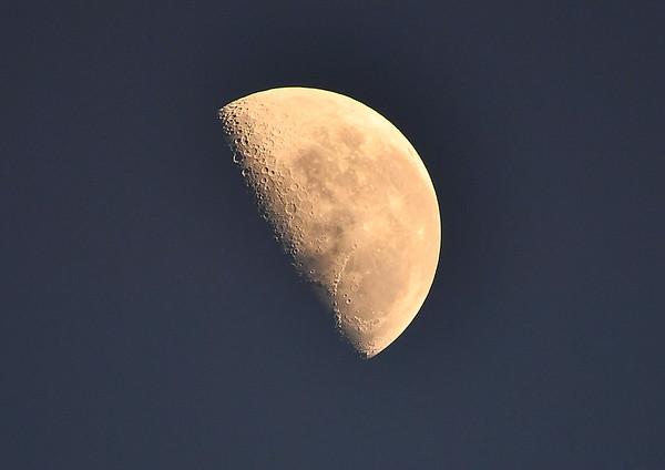 Half moon setting