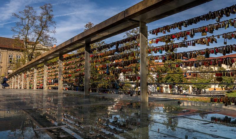Spaziergang in Ljubliana: Unzählige Schlösser von Verliebten an der Fleischerbrücke