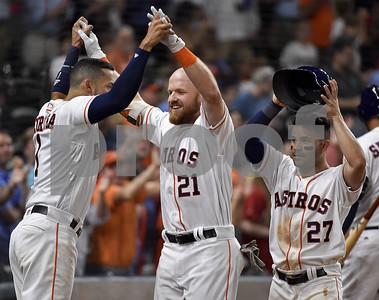 astros-score-9-runs-in-6th-snap-rangers-win-streak