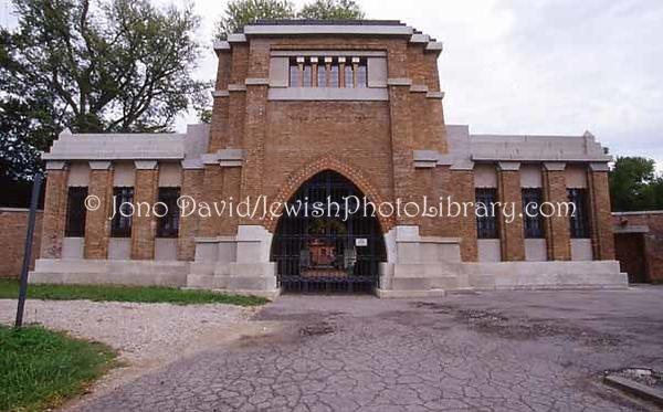 ITALY, Venice, Lido. Nuovo Cimitero Ebraico (New Jewish Cemetery). (2006)
